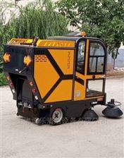 保潔公司用全封閉駕駛式掃地車
