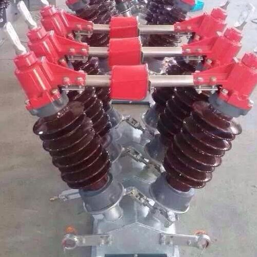 老款旋转式35KV高压隔离开关