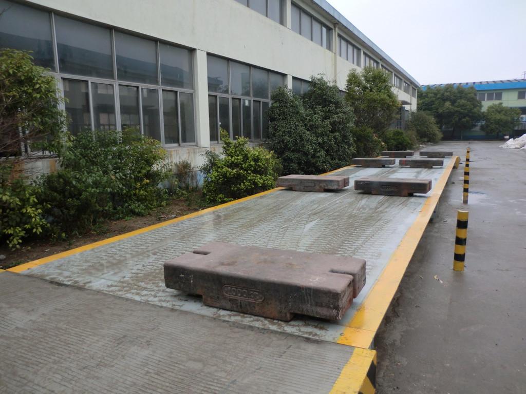 <strong>180吨大型工程用巨型大地磅大吨位汽车衡</strong>